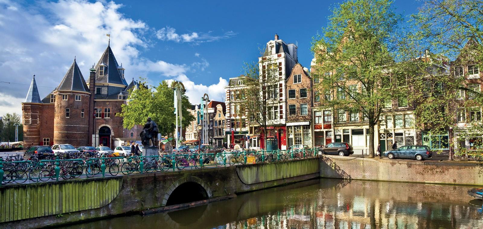 Amsterdam</span